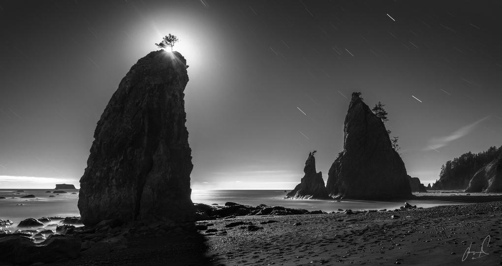 Halo | 8 minutes with the moon at Rialto Beach by Jason Matias