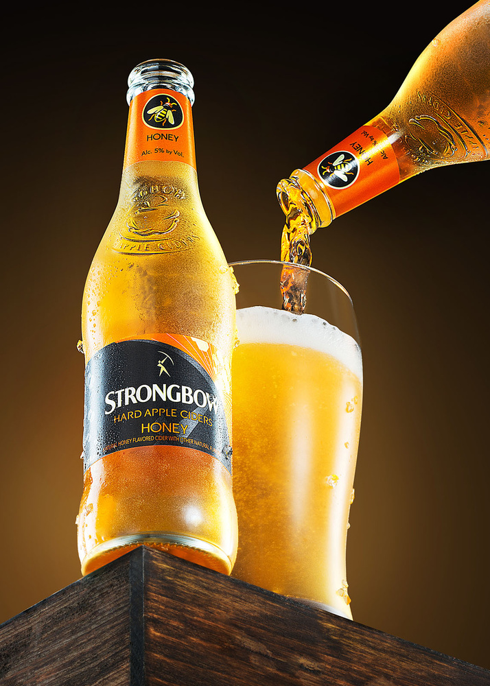 Strongbow pouring by Yechiel Orgel