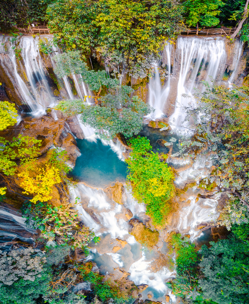 Kuang Si water falls by Jerome Courtial