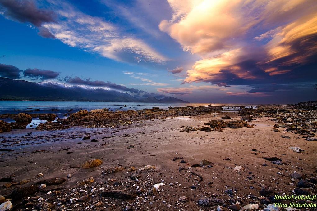 Kaikoura Sunset in New Zealand by Tiina Söderholm
