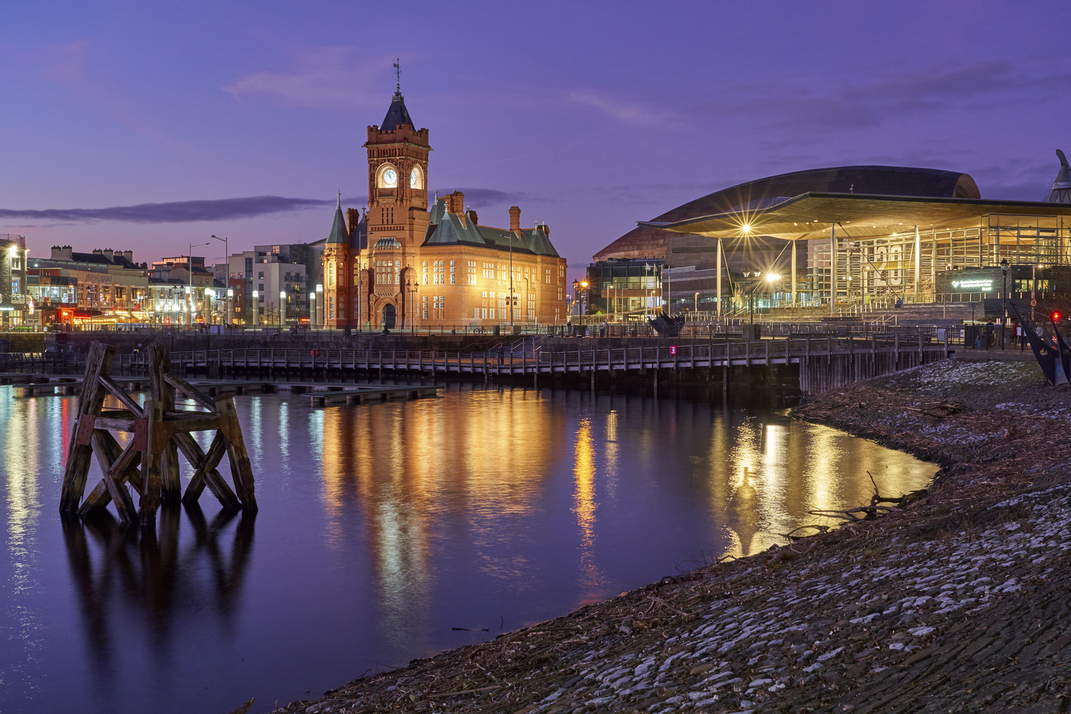Cardiff Bay Evening by Richard Downs