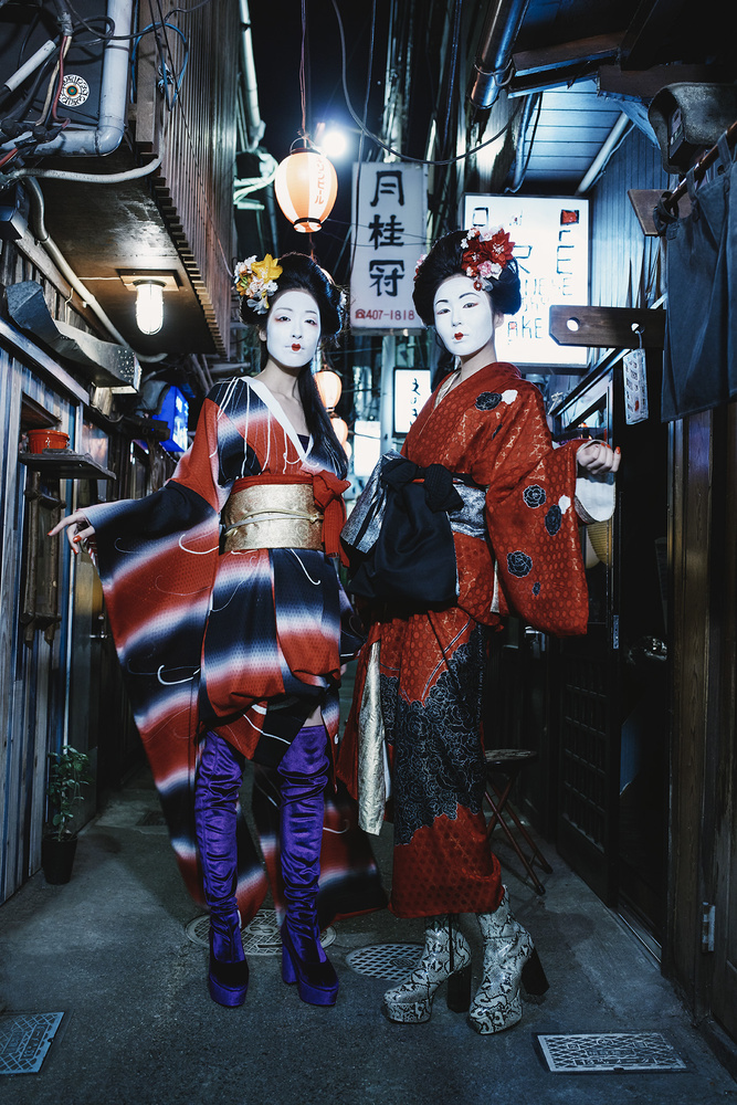 Geishas by Paul Giggle