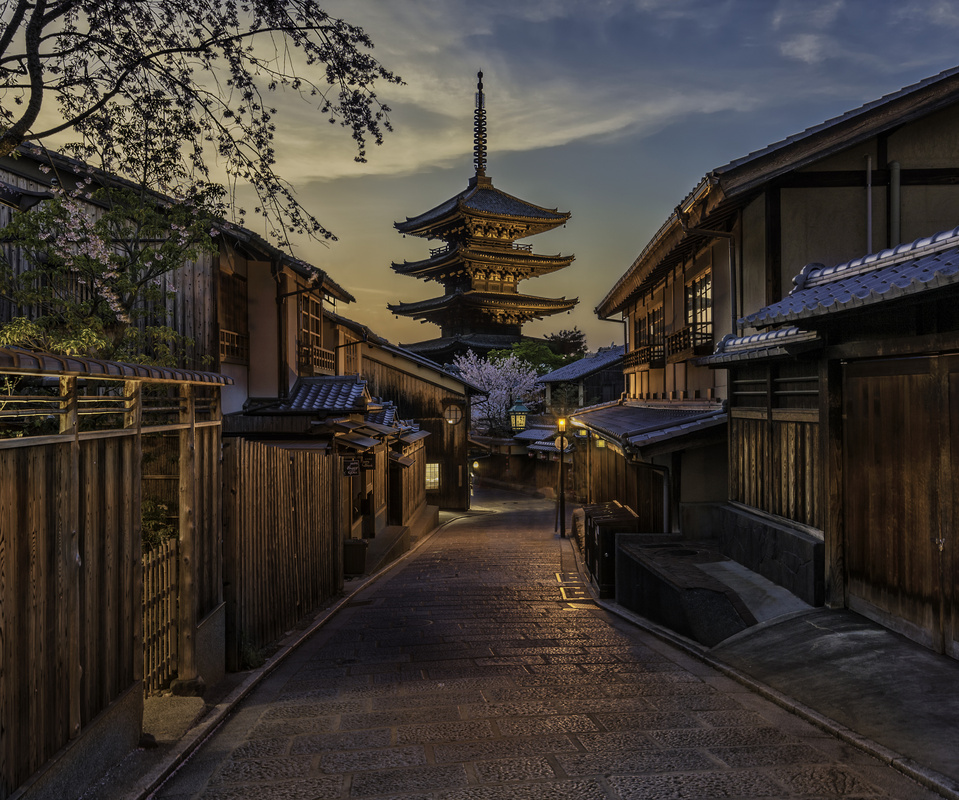Yasaka Pagoda, Kyoto Japan by Brian Fabiano