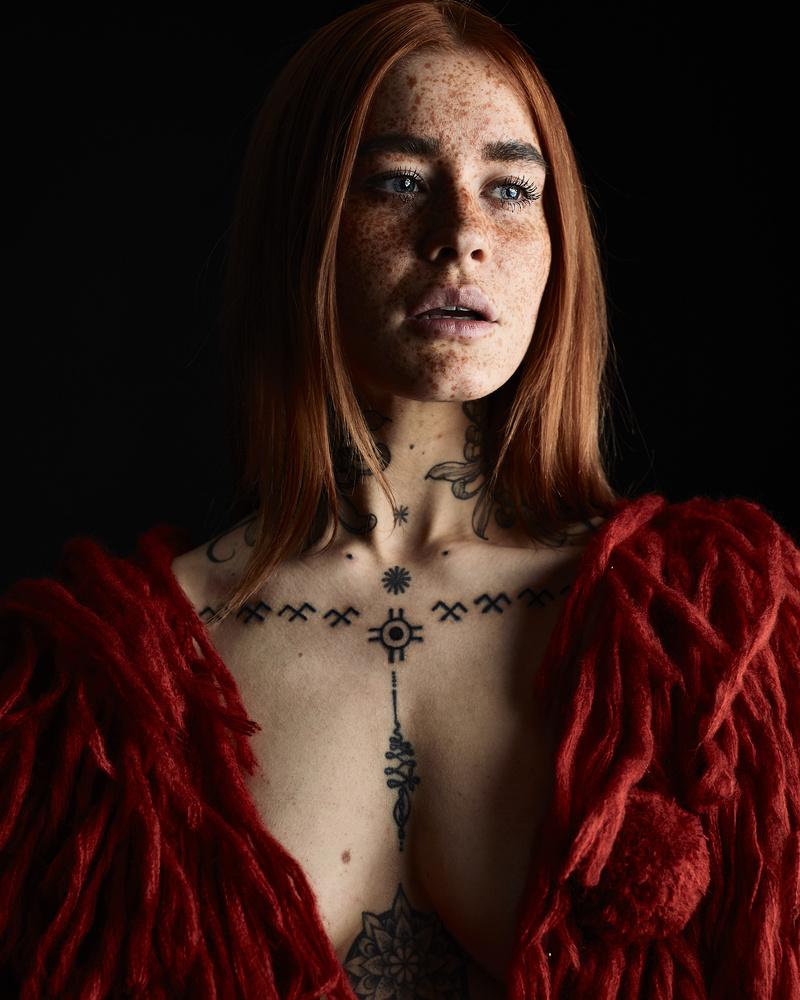 Polly Ellens by Dani Riot