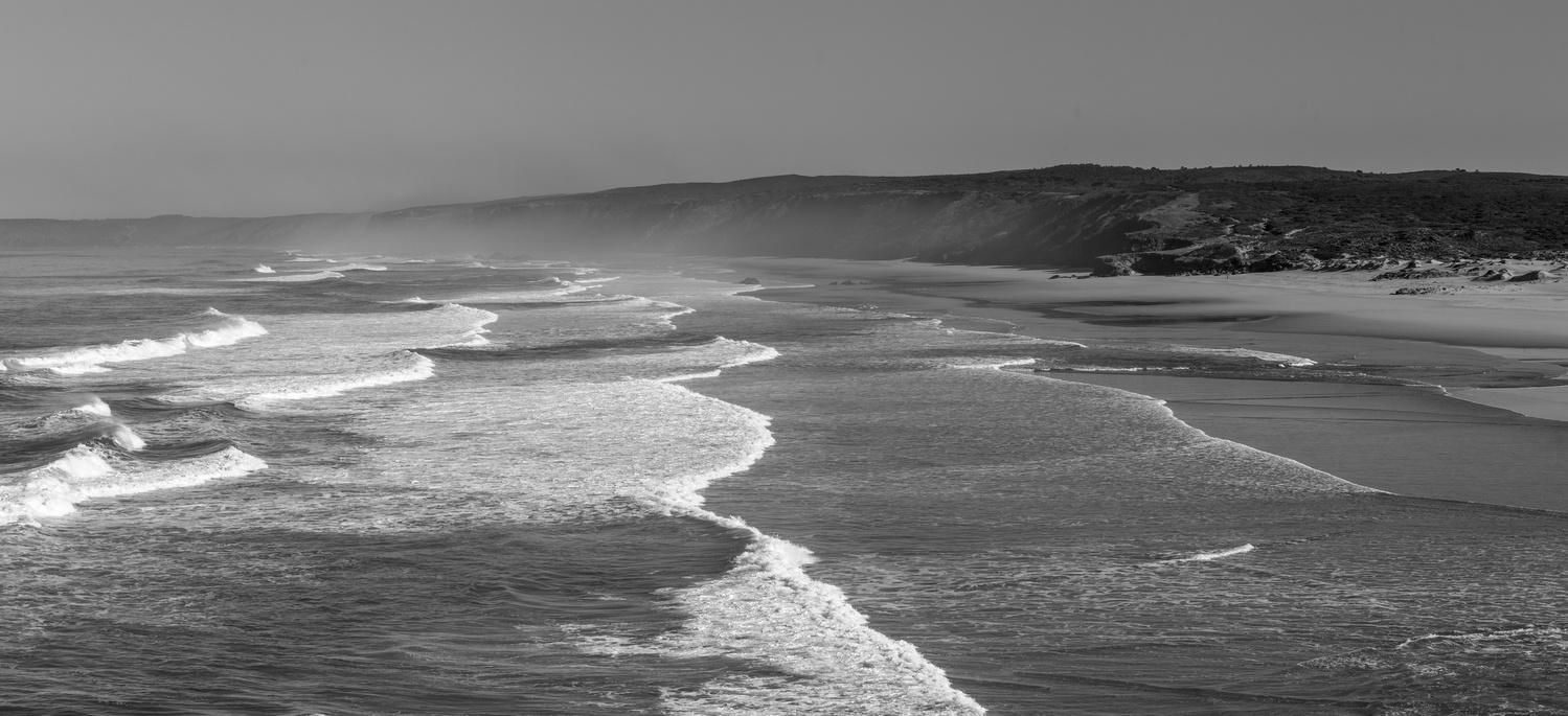 waves rolling in by Daniel Baggenstos