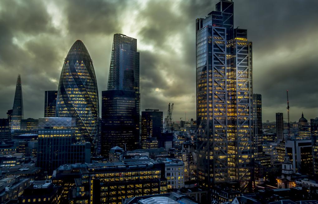 London View by Rodolfo Lozano