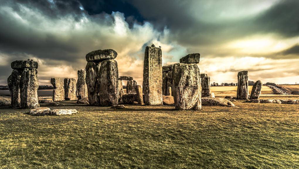 Stonehenge by Rodolfo Lozano