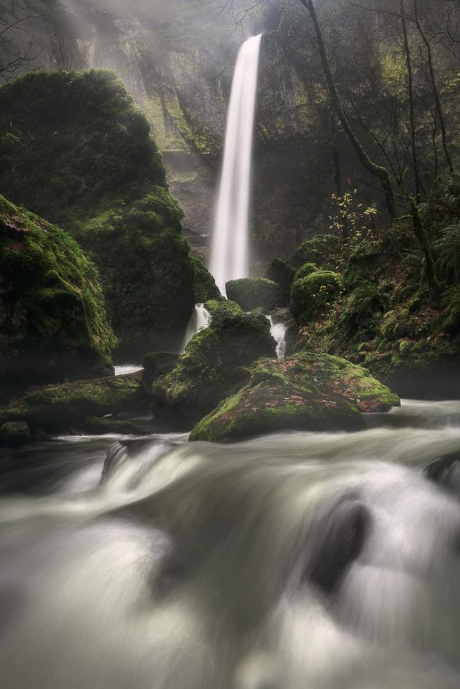 Elowah Falls by Mads Peter Iversen