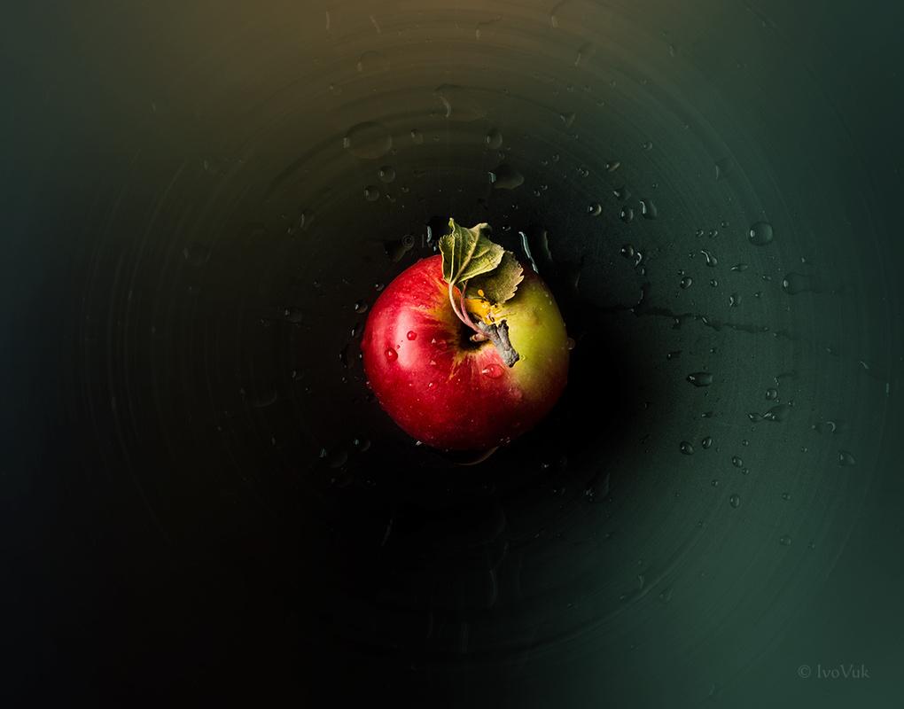 Apple by Ivan Vukelic