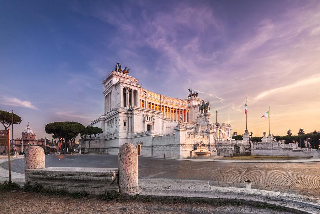 Monumentul lui Victor Emanuel al II-lea by Valentin Alexandru