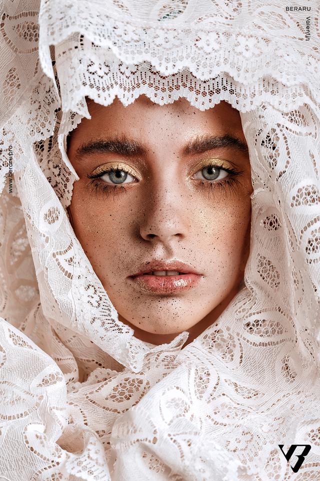 perdea portret by Valentin Beraru