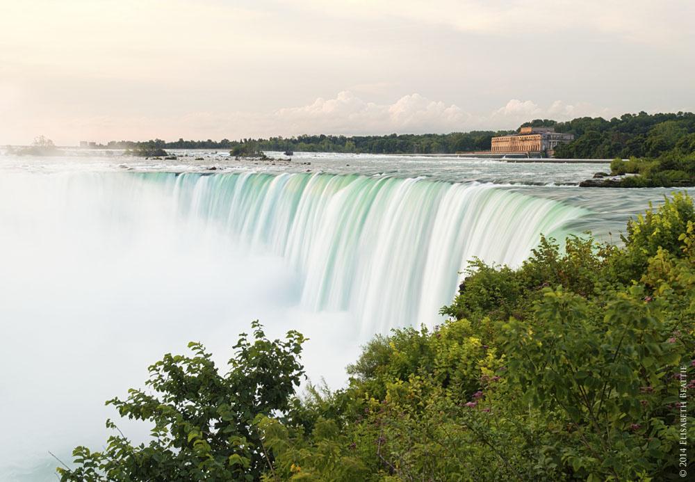 Horseshoe Falls by Lis Beattie