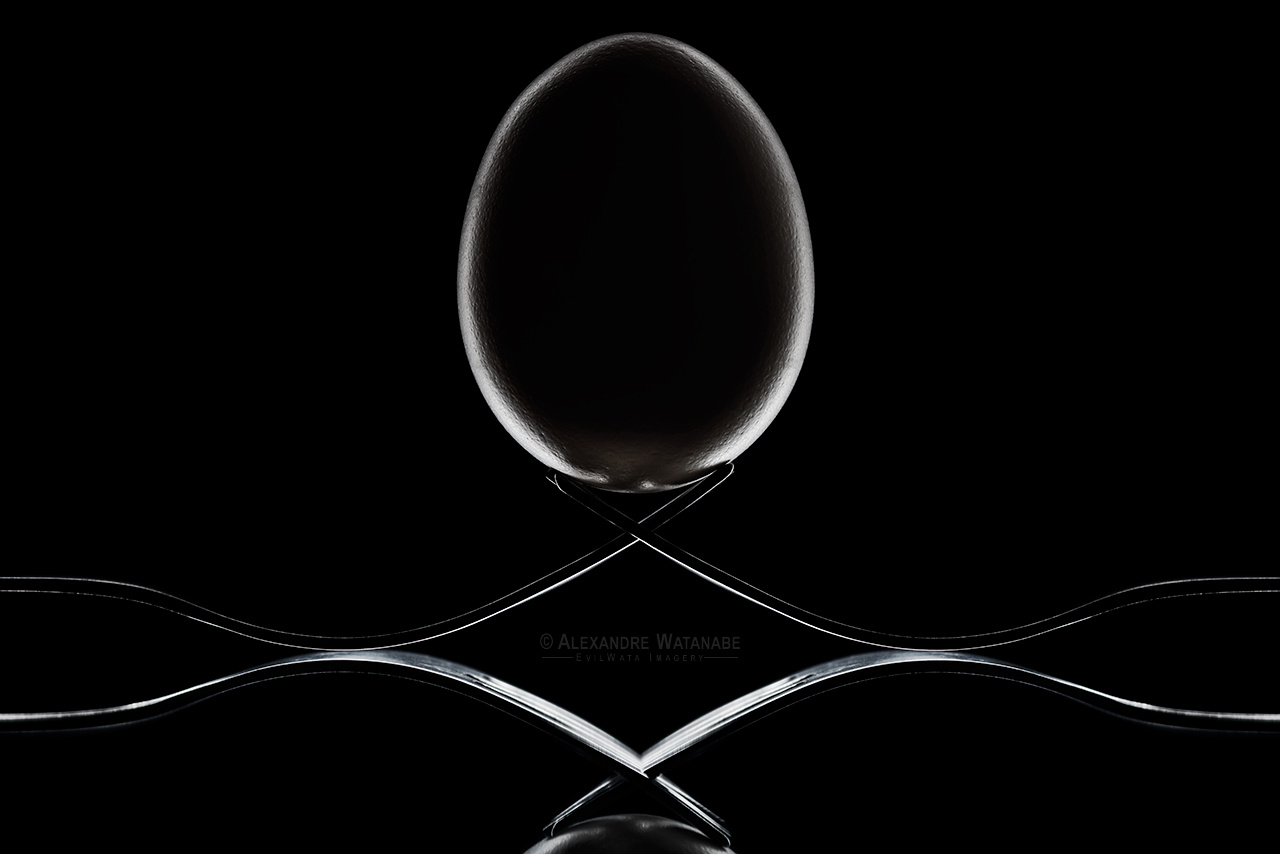 An egg and two forks by Alexandre Watanabe