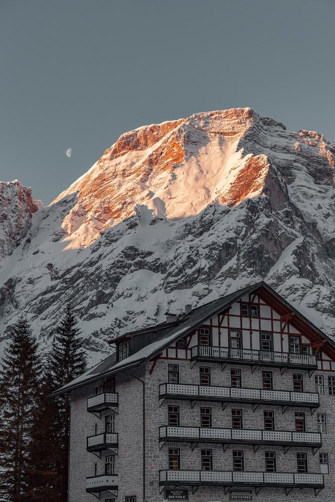 Sunrise by Antonio Chiesa
