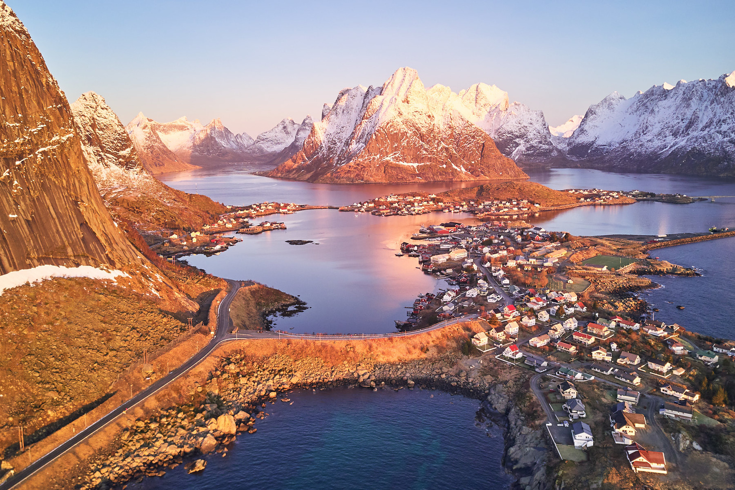 The mountains of Lofoten isands by Johny Goerend