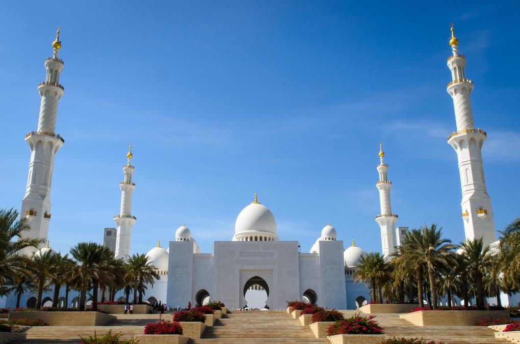 Sheikh Zayed Grand Mosque by Adolfo Polo y La Borda