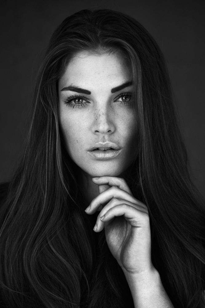 Louise B by Daniel Hollister