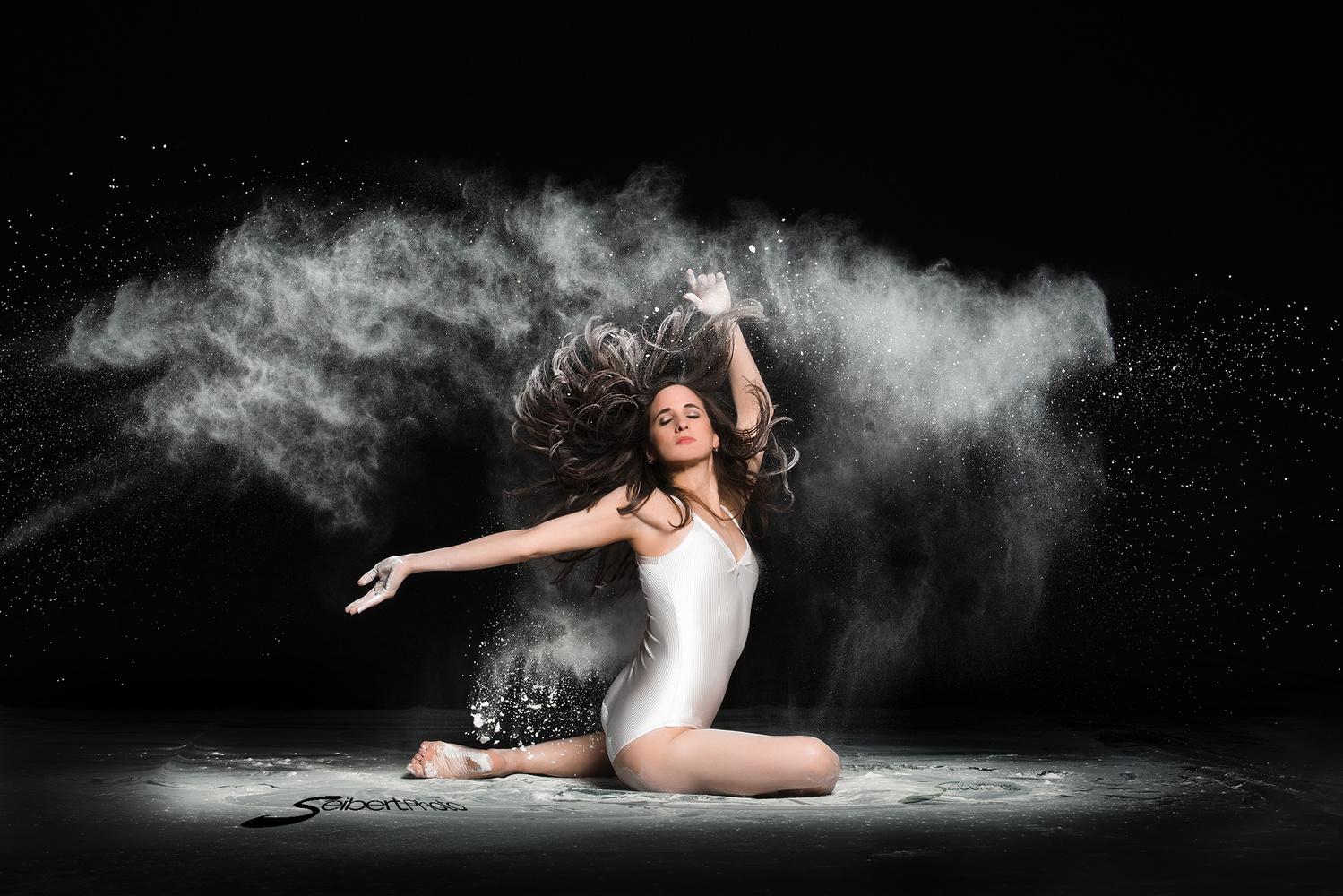 Ballerina Nathaly  by Tom Seibert