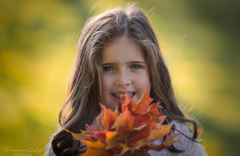 Sofie, fall portrait by Przemek Lodej