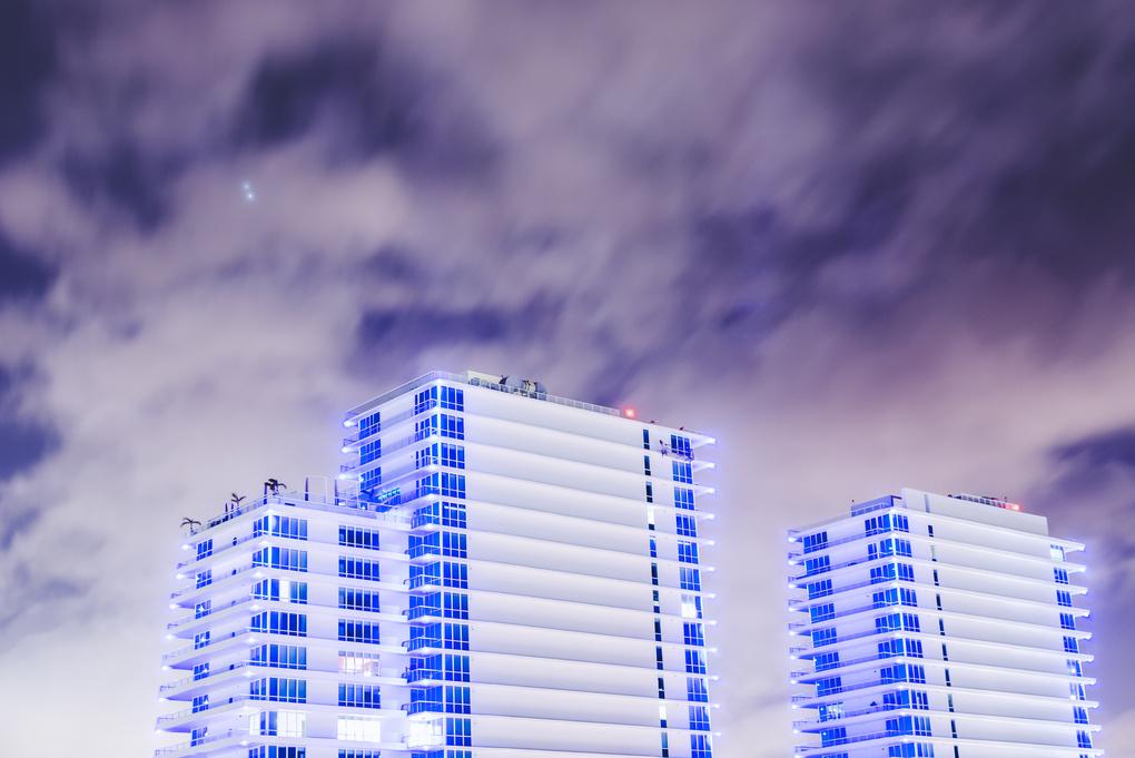 Late Night Bluez  by Roberto Hernandez