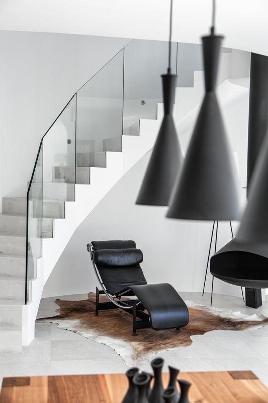 Stairway by Horia Mainescu