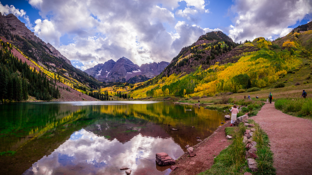 Maroon Bells in fall by Jeff Chow