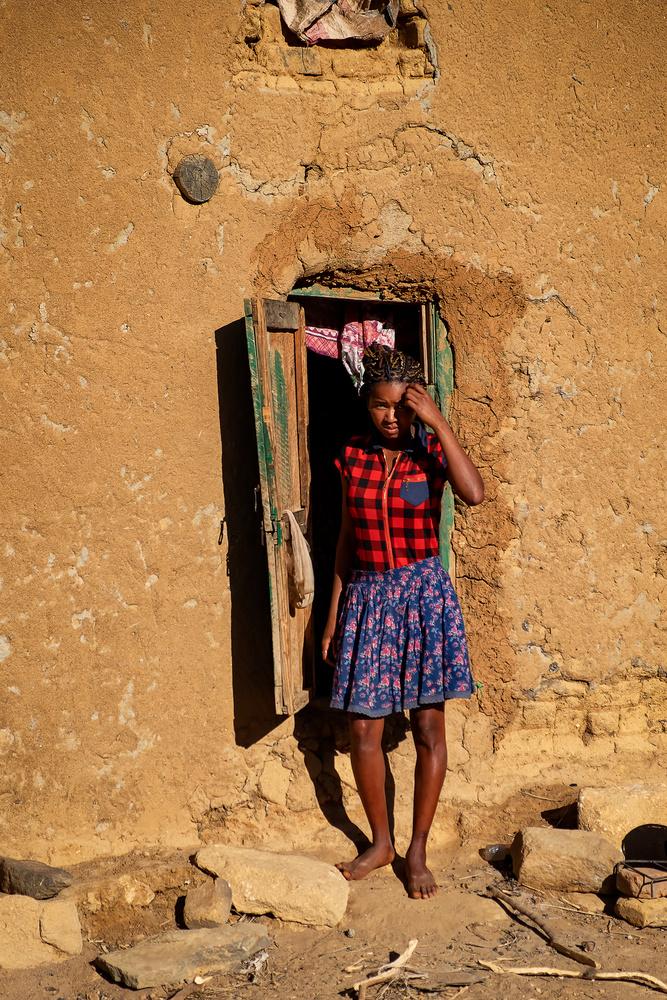 The girl by the door by Andrea Re Depaolini