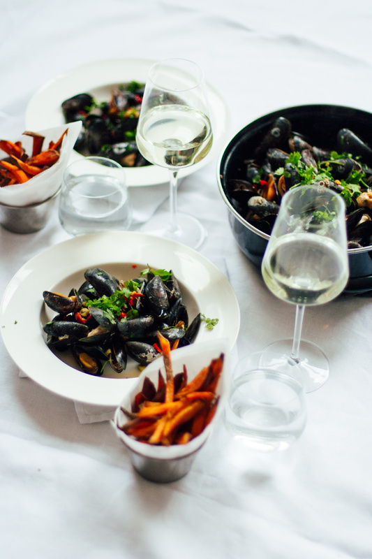 Thai mussels with sweet potato fries by Desmond Gerritse