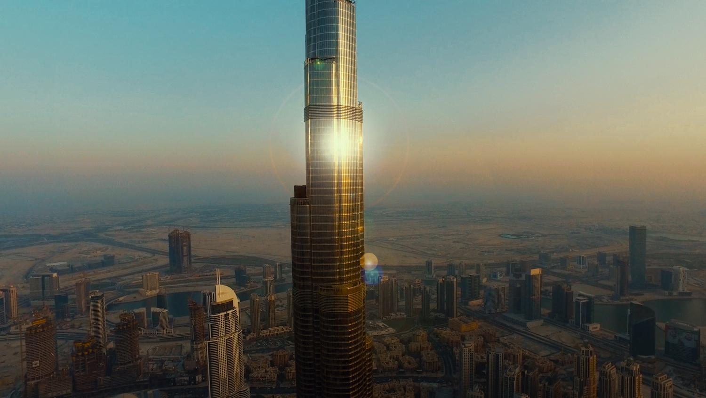 Burj Khalifa Tower by Oliver Kmia