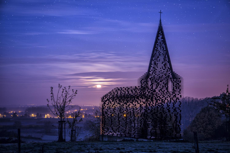 Moonlit by Raf Olaerts