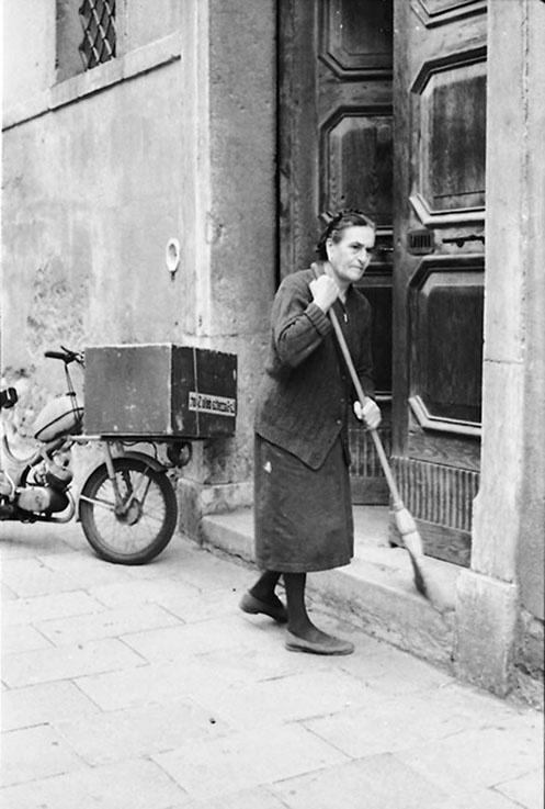 The Florentine caretaker by Paola De Giovanni