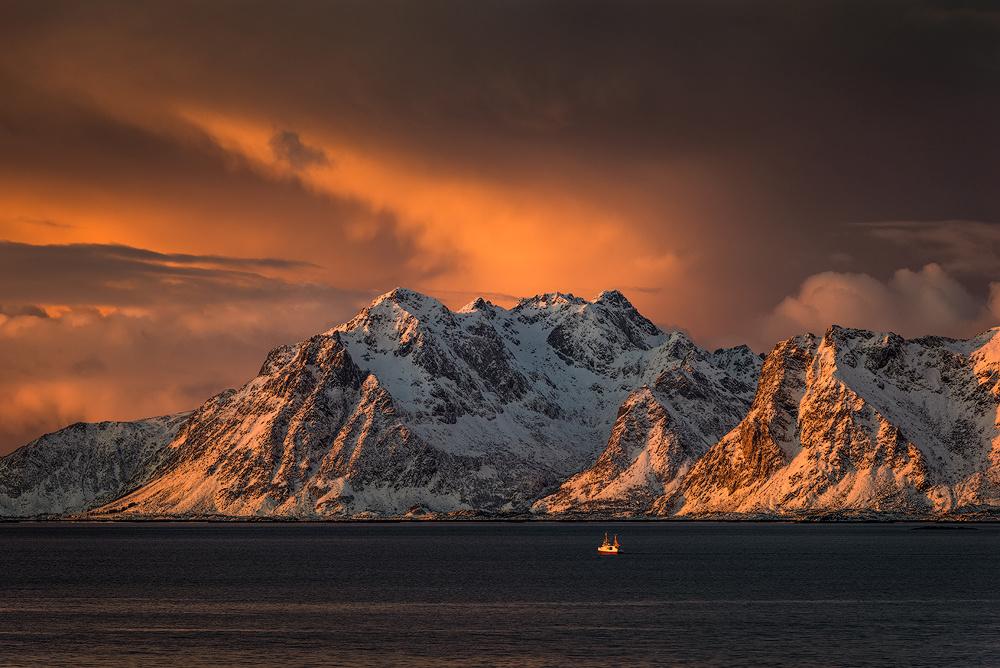 [ … sail away ] by Raymond Hoffmann