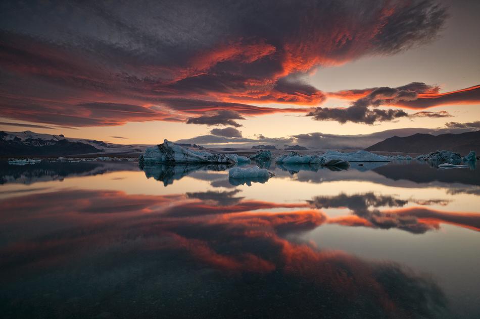 [ ... glacier lagoon ] by Raymond Hoffmann