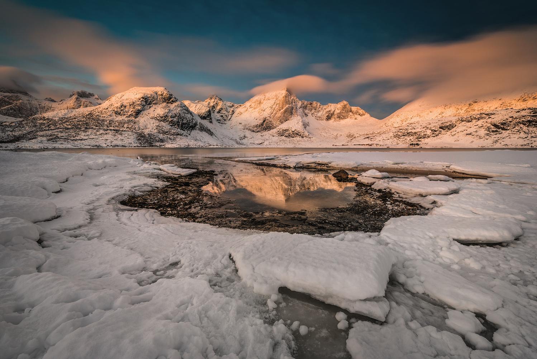 [ … mountain chain ] by Raymond Hoffmann