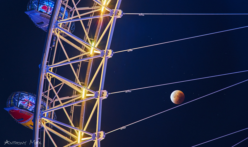 London's Eye on the Stars and Supermoon/Bloodmoon (Luna Eclipse) by Anthony Mak