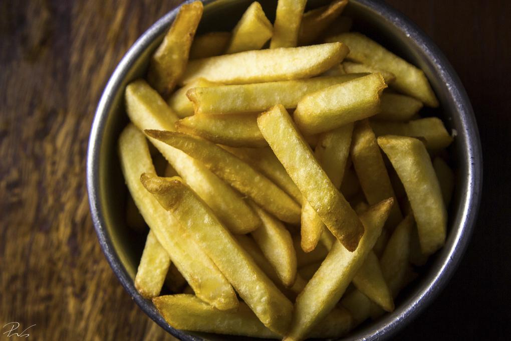everybody loves fries. by Daniel Prates