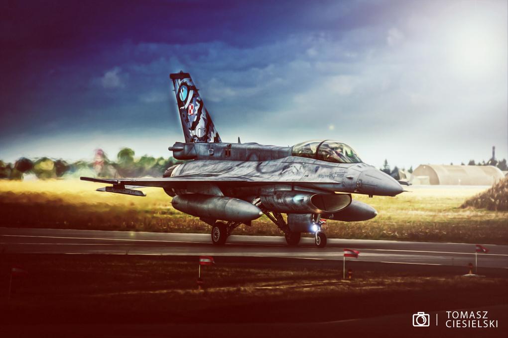 F16 by Tomasz Ciesielski