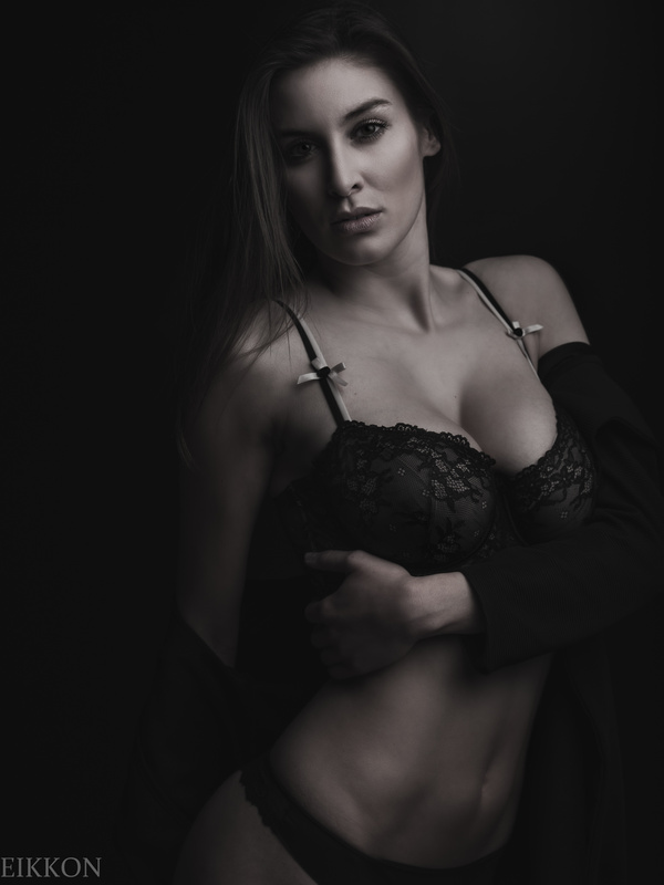 the beauty Emilie by EIKKON Photography