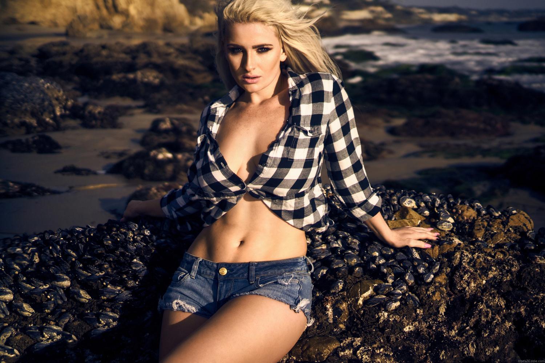 Emmy Lindgren @ El Matador Beach by Black Z Eddie .