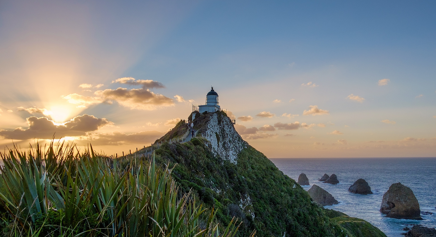 Godrays at Nugget Point Lighthouse by Tobias Kiemle