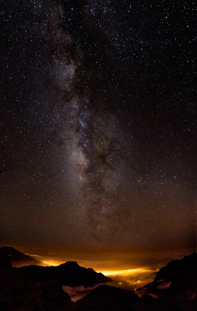 Milkyway above the clouds by Tobias Kiemle