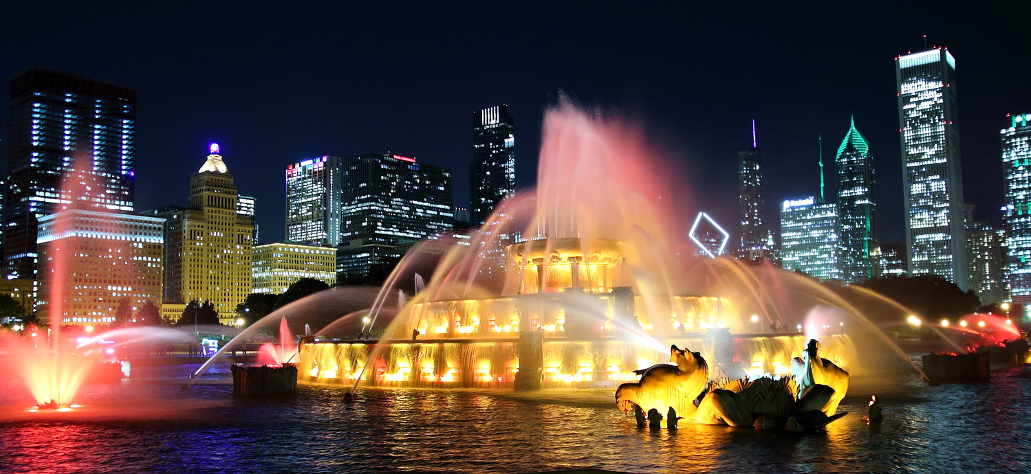 Chicago Famed Buckingham Fountain by Tracy Webb