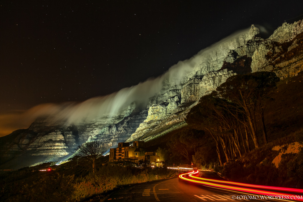 Table Mountain lights up by Mo 4otomo