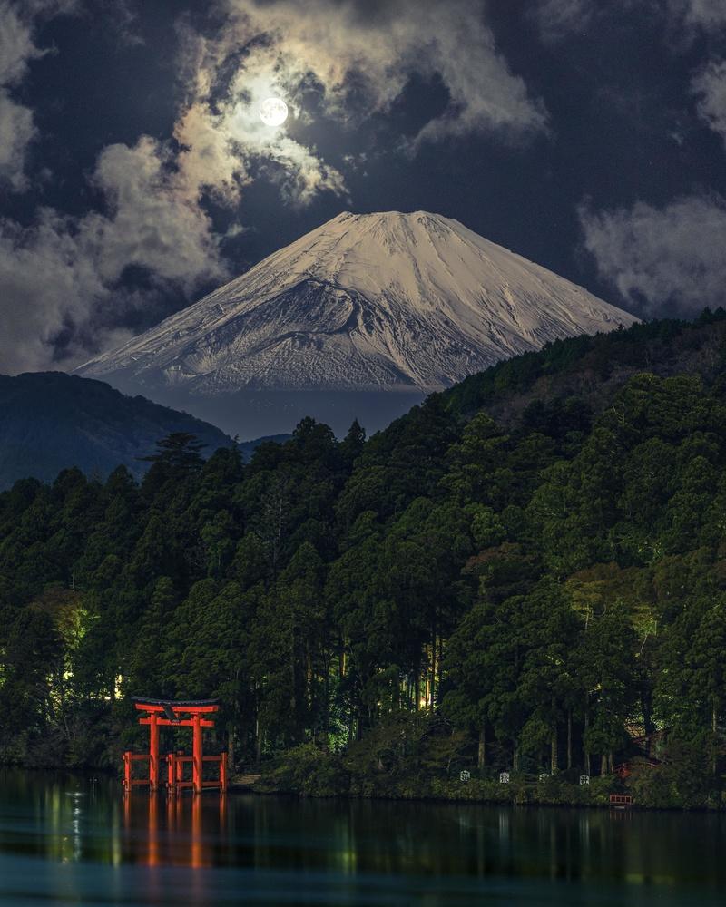 Hakone, Japan by Musashi Sakazaki