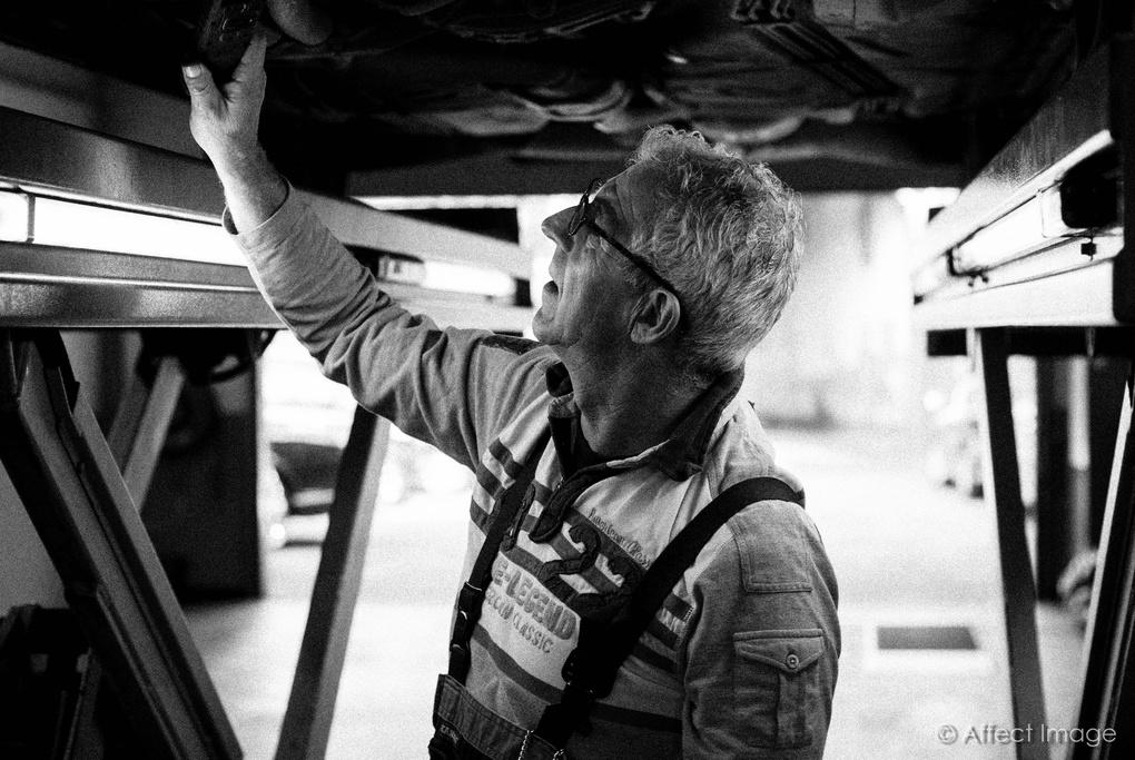 The mechanic by Matthieu Hilckmann