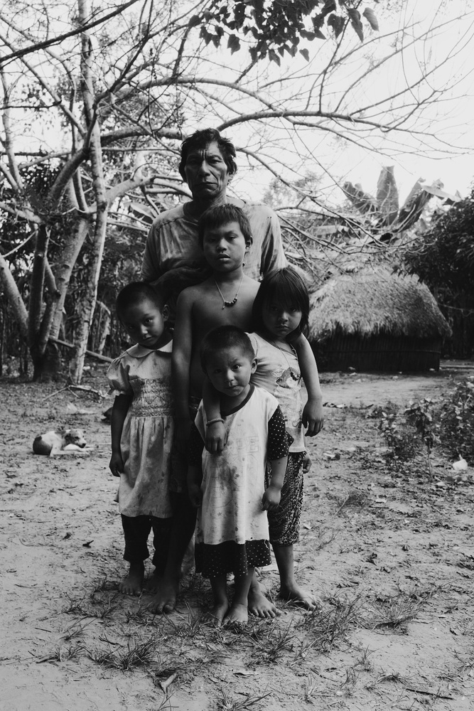 Matsigenka family by Pedro Pulido