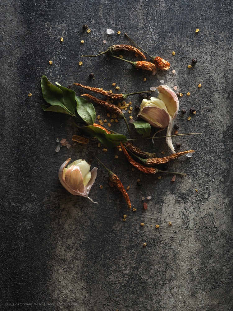 Dried hot pepper, garlic and curry leaves by Hooman Mesri