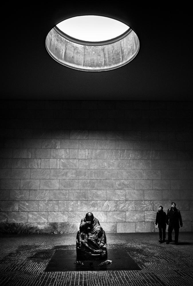 Remembering the fallen by Henri Mattocks