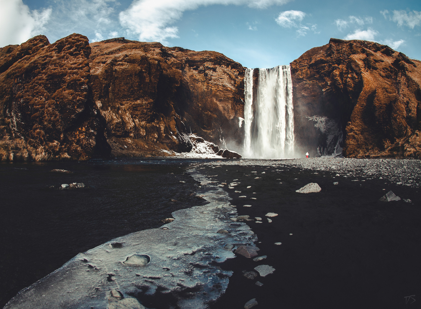 leading to Skógafoss by Dominik Steindl