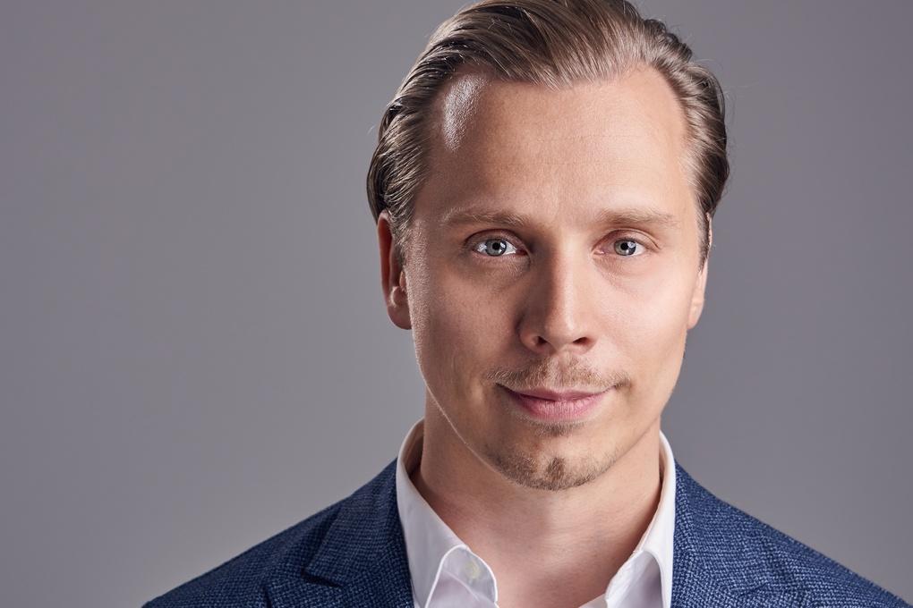 Headshot by Mika Kallio